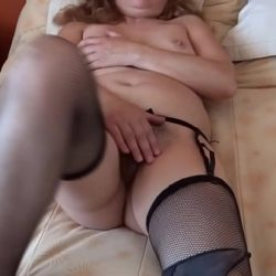 MATURE MOM SHOWING OFF HER HAIRY PUSSY TO HER HUSBAND'S FRIENDS TO MASTURBATE AND RUN INTO IT – ARDIENTES69